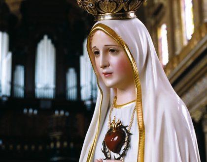 Imagen de la Virgen de Fátima hoy, 21 de marzo, con el clero arquidiocesano, en la Parroquia Nuestra Señora de Lourdes / Carrasquilla
