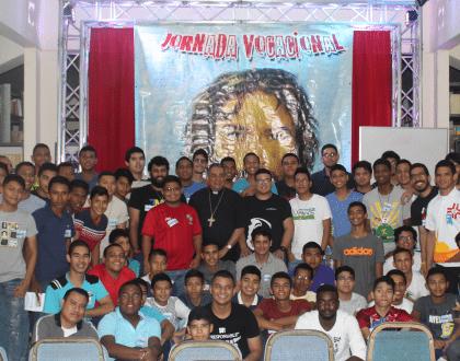 Jóvenes disciernen sobre su proyecto de vida