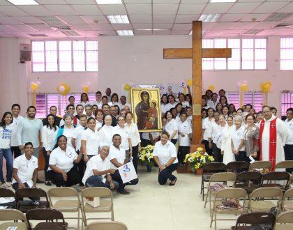 Colaboradores del Arzobispado reciben la Cruz Peregrina y el Icono de la Virgen María de la JMJ