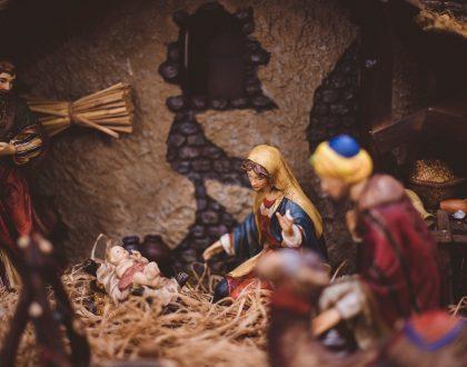 """""""Dios nos envía a su Hijo para habitar con nosotros"""""""