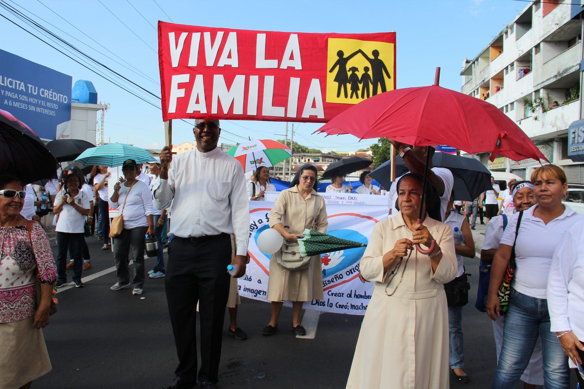 Católicos con sus párrocos manifestaron compromiso con el matrimonio y la familia