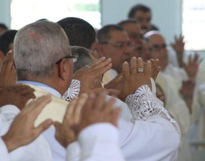 Unos 200 sacerdotes reiteran su compromiso con la Iglesia