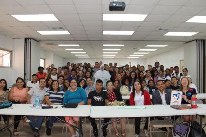Jóvenes capacitándose en idiomas  serán embajadores internacionales de la JMJ