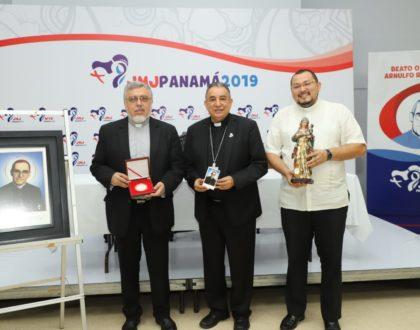 "Arquidiócesis de El Salvador entrega  Reliquia de 1º grado ""ex ossibus"" para la JMJ Panamá 2019"