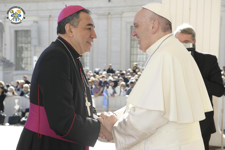 Encuentro con jóvenes, ancianos, el Papa y el arzobispo de Panamá