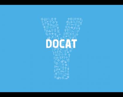 Papa Francisco entregó a todos los jóvenes Auditores un ejemplar de Docat