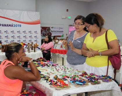 Iglesia Promueve a una 50 mujeres  en la red de artesanas