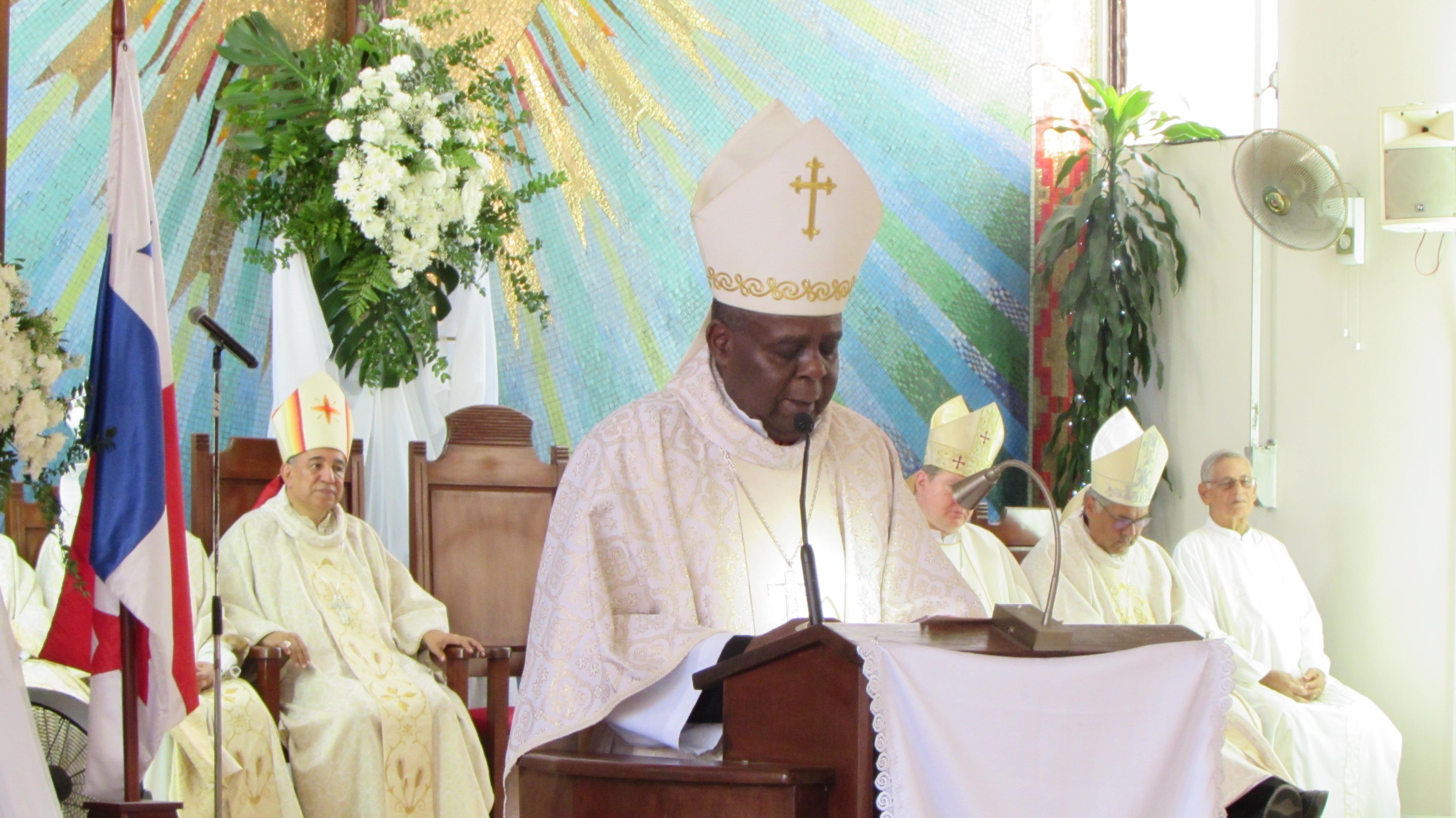 """""""Somos fruto del Concilio Vaticano II"""" - Monseñor Uriah Ashley"""