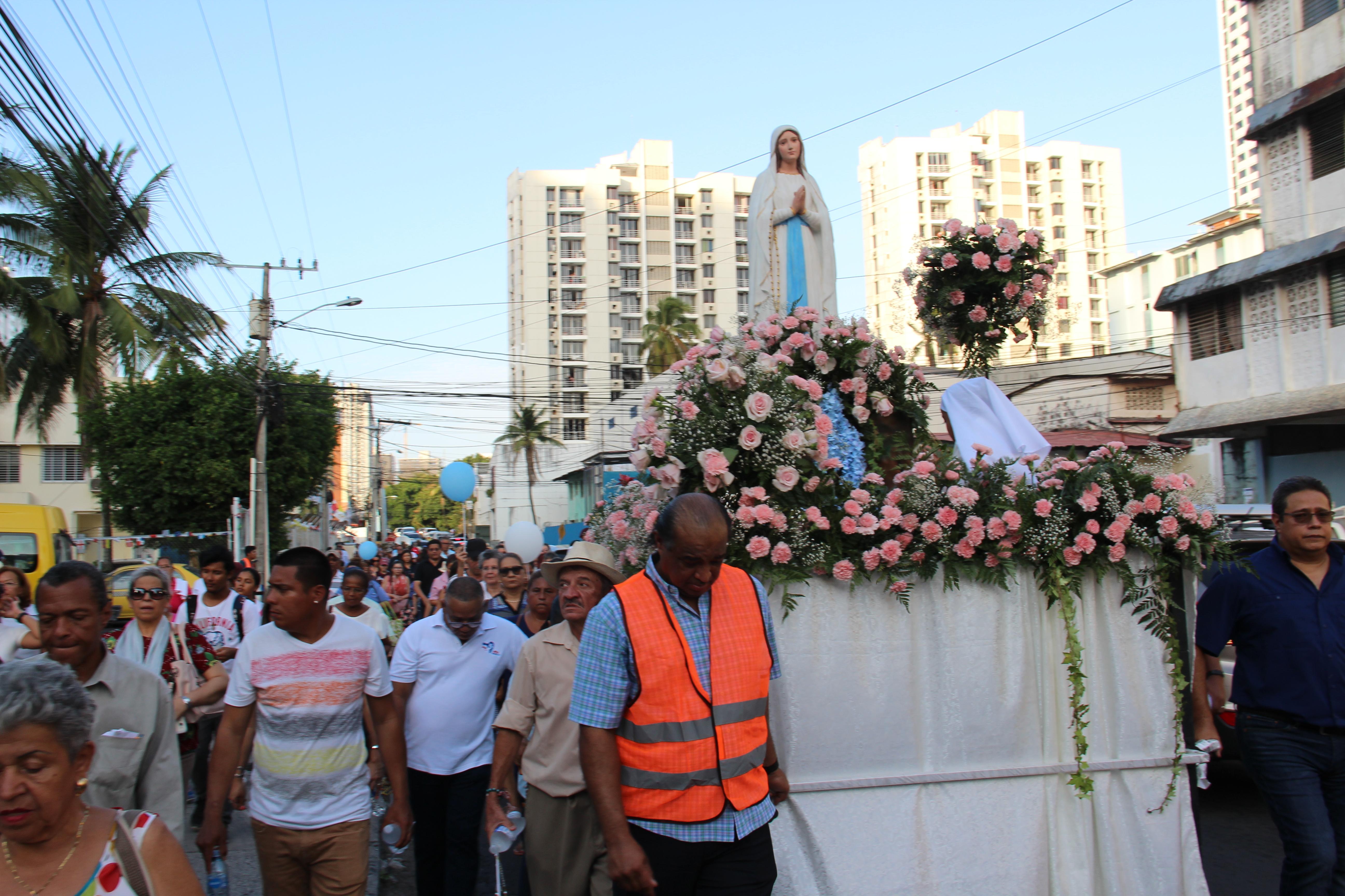 Fiesta de Nuestra Señora de Lourdes revitalizada por la juventud de otros países