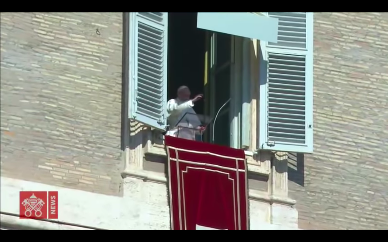 """""""Jesús nos abre los ojos, nos hace ver con su mirada"""" - Papa Francisco"""