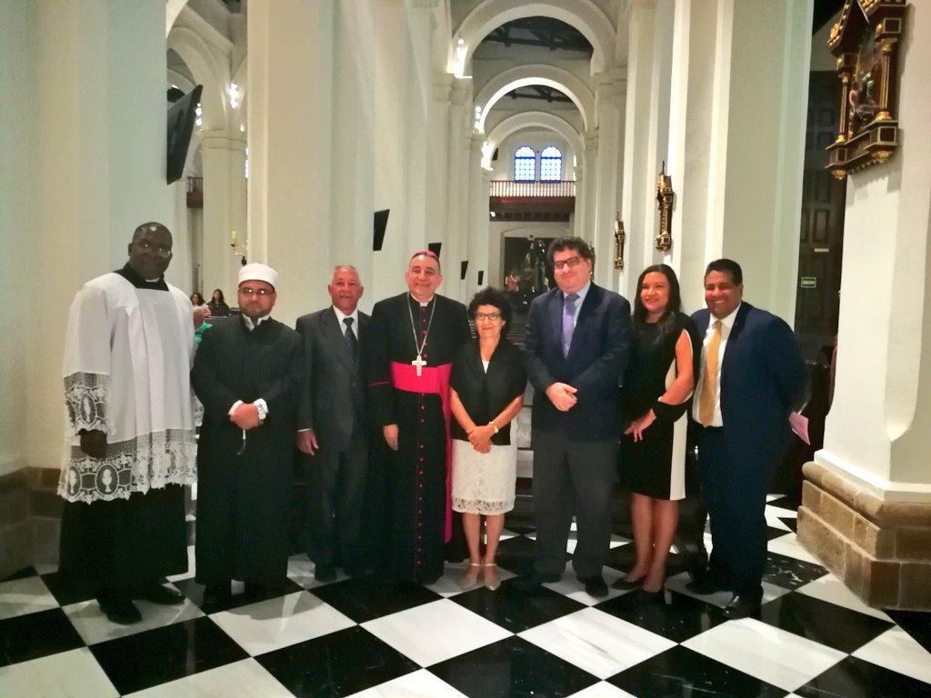 UNIDAS DIVERSAS RELIGIONES ORAN POR LAS ELECCIONES DE PANAMA