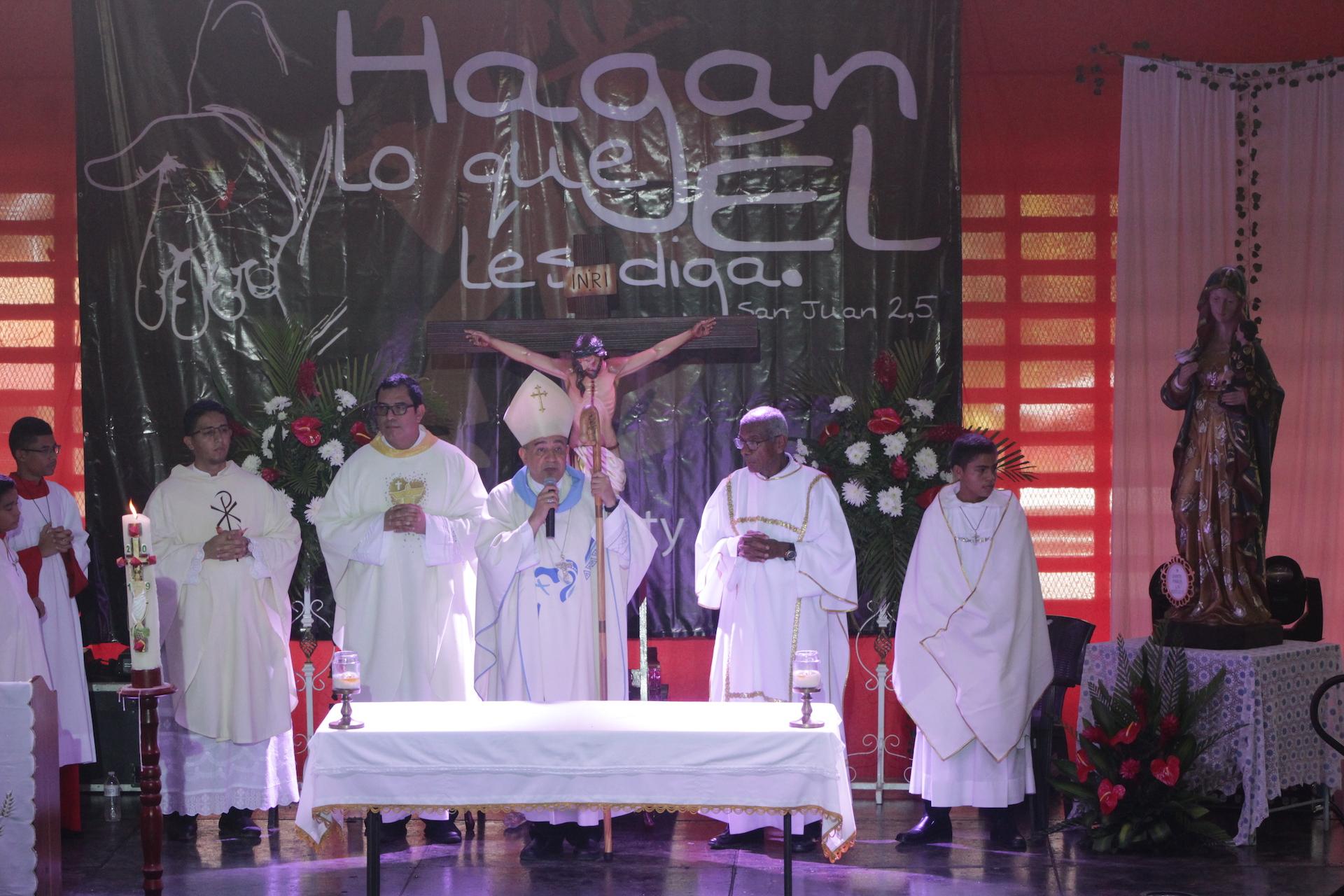 """Arzobispo reta a mostrar los frutos de los encuentros juveniles """"Solo para Atrevidos"""""""
