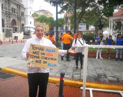 Iglesia en Panamá inicia movimiento para reducir uso de plástico en eventos masivos