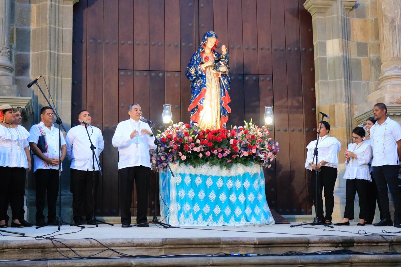 Con serenatas inician festividades de la patrona de Panamá