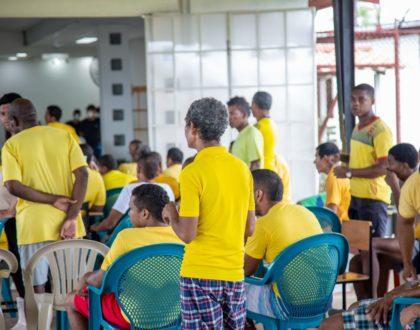 Arzobispo presente en la segunda feria de la salud  para los reclusos
