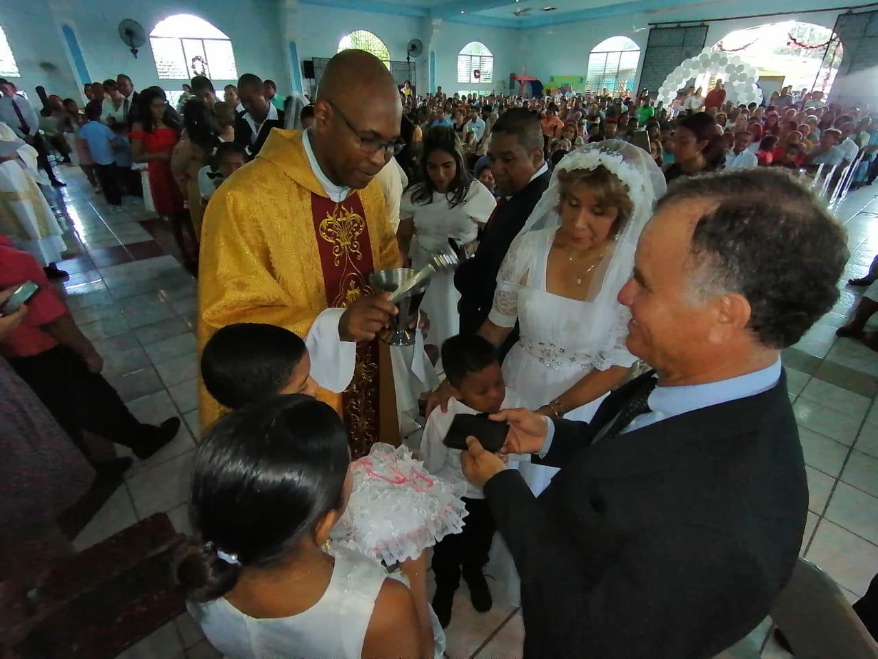 Nueve parejas consagradas en matrimonio en la festividad de la Sagrada Familia