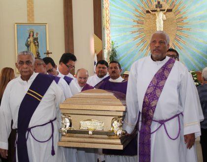La familia de sangre y de fe despide a una extraordinaria mujer católica, Cecilia Hernández de Alvarado
