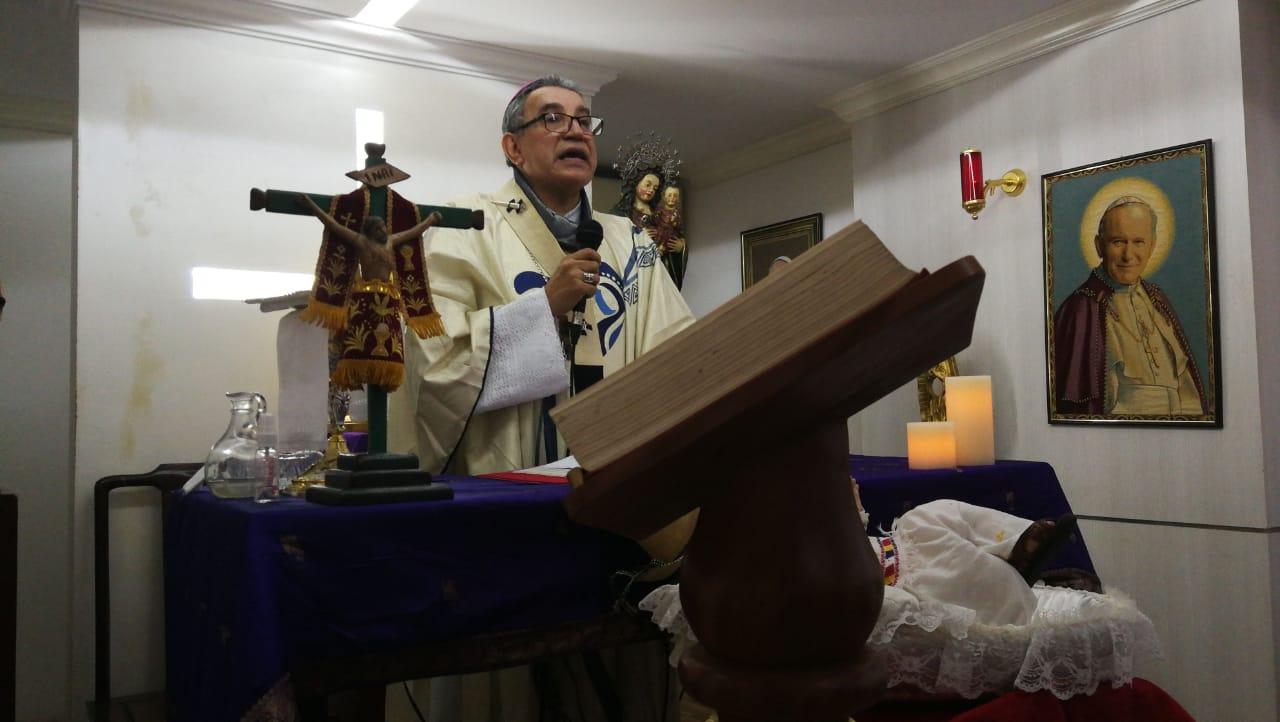 """Monseñor Ulloa: """"María no es imitable en cuanto madre del Verbo, pero sí es imitable en cuanto a portadora de Dios."""""""