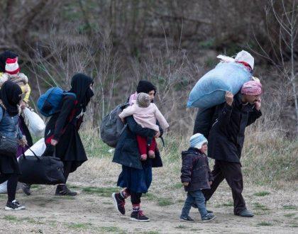 """El Papa: """"Que el COVID-19 no nos haga olvidar a los sirios que huyen de la guerra"""""""