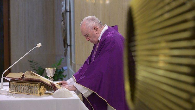 Papa ofrece misa por los enfermos del Coronavirus