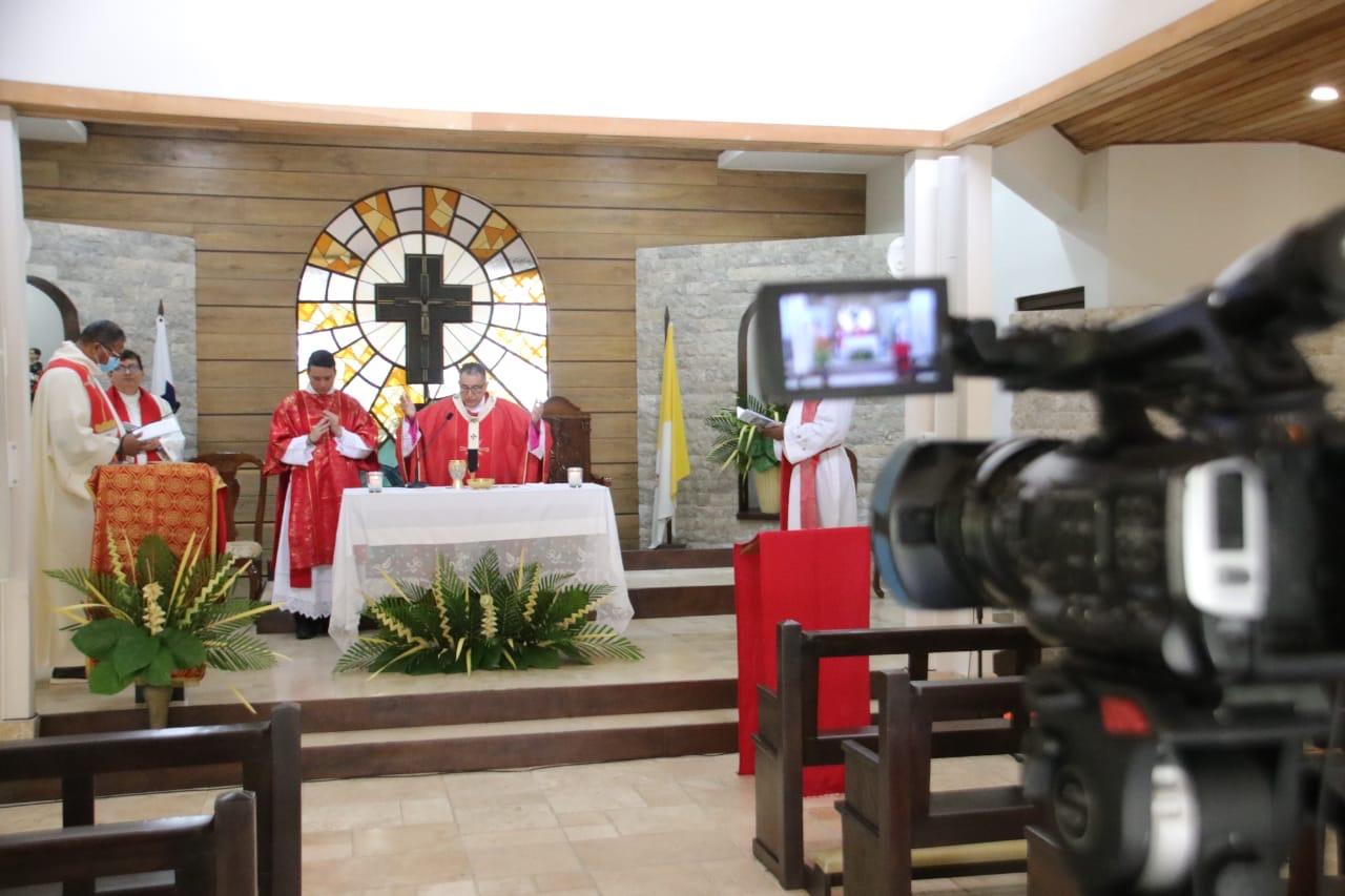 """Monseñor Ulloa: """"Tiempo para abrazar la cruz y hacer nuestro el misterio de la redención humana..."""""""