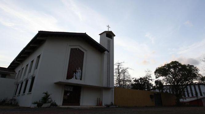 Las Hnas. nos acompañan desde el Monasterio de la Visitación con sus oraciones y Jesús Sacramentado