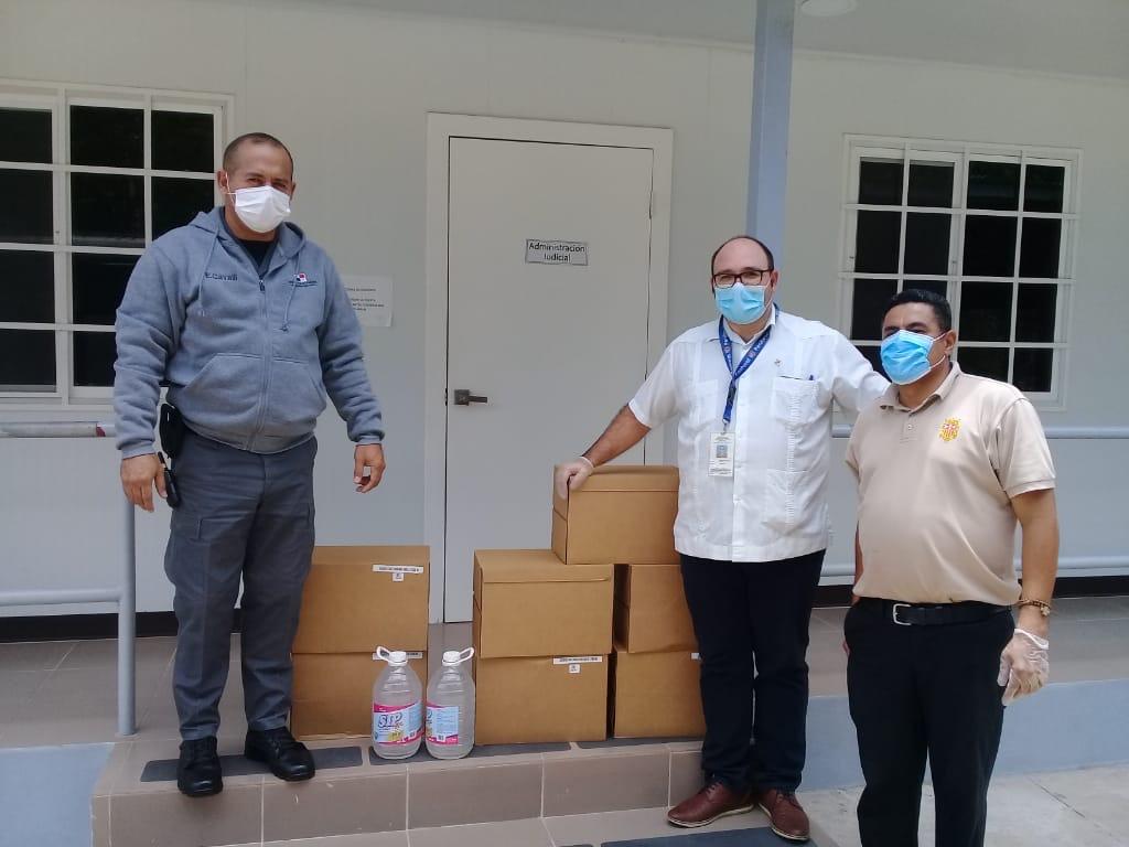 Pastoral Penitenciaria dona desinfectante y gel antibacterial a cárceles