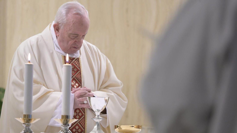 Papa Francisco ora por las personas tristes
