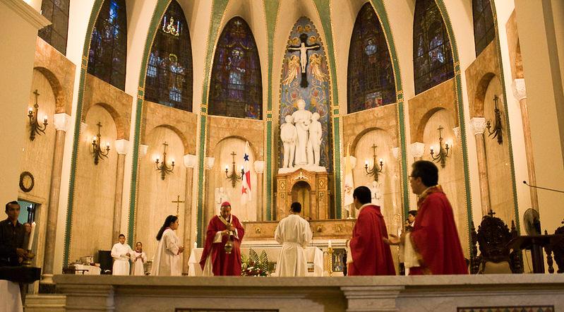 Monseñor Ulloa:  Trabajamos en los protocolos para la reapertura de los Templos Católicos