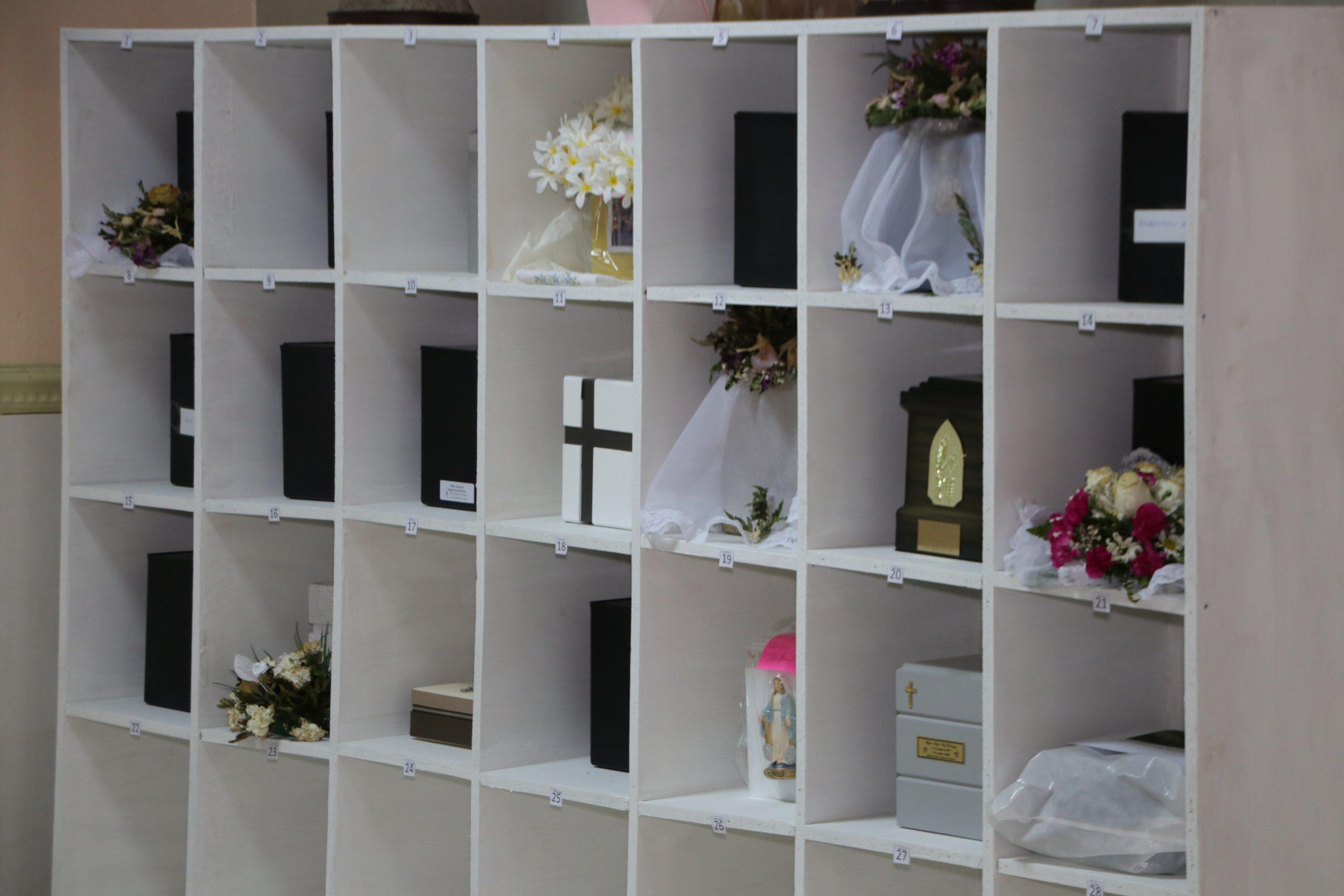 Como muestra de misericordia, parroquia Sagrada Familia, custodia más de 25 restos cenizas de difuntos