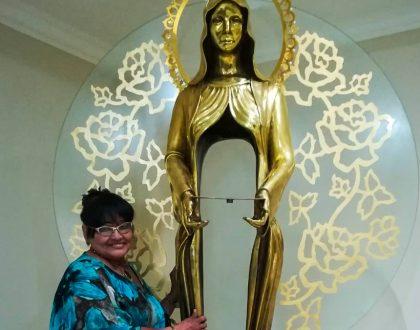 """""""Goza en la presencia de Cristo Resucitado la, Sra. Elizabeth Medina, como respuesta sublime"""""""