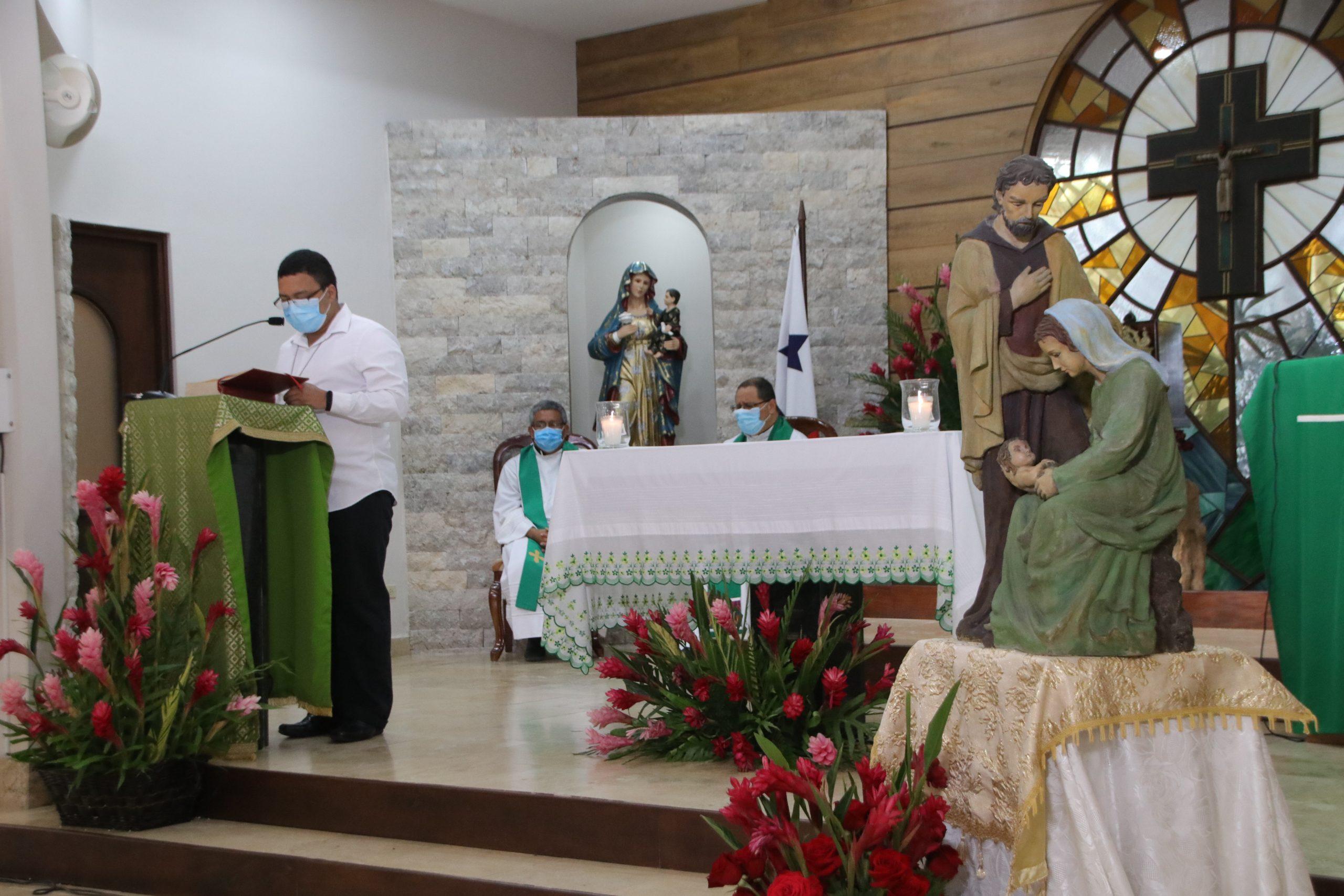 """Monseñor Ulloa: """"cuidemos a nuestras familias,  verdaderas escuelas del mañana"""""""