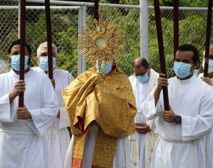 """Arzobispo Ulloa: Corpus Christi, """"Dios sale a nuestro encuentro  para ser el alimento que nos sostiene"""""""