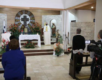 La misión del cristiano es mancharse, conocer el dolor y la frustración como lo hace el personal de salud