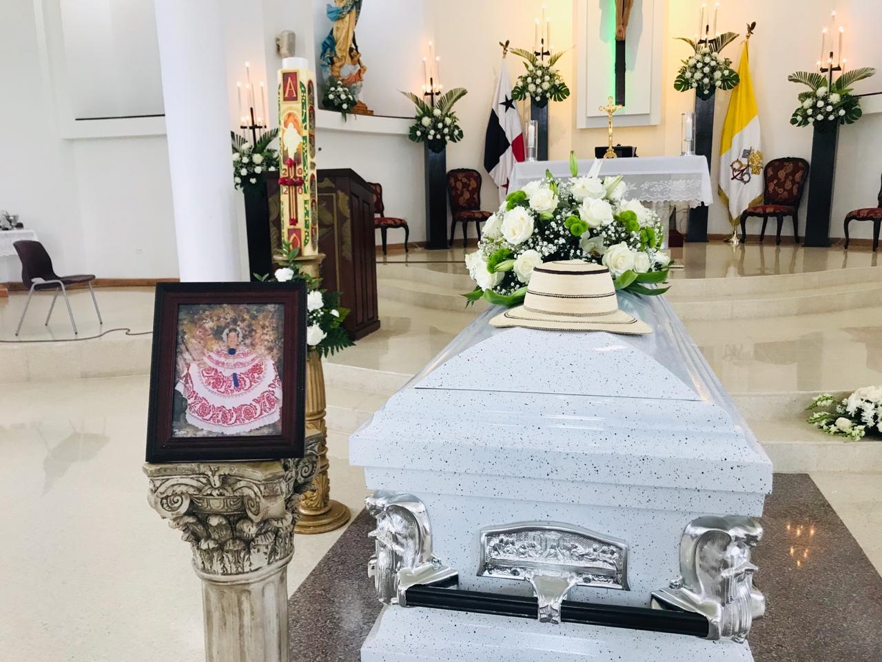 Honras fúnebres de Natividad de Rodríguez, madre del P. Jorge Rivera
