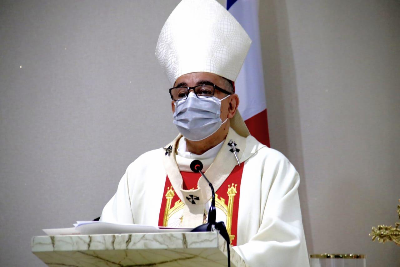 """Arzobispo: """"Una lección de Dios para todos"""""""
