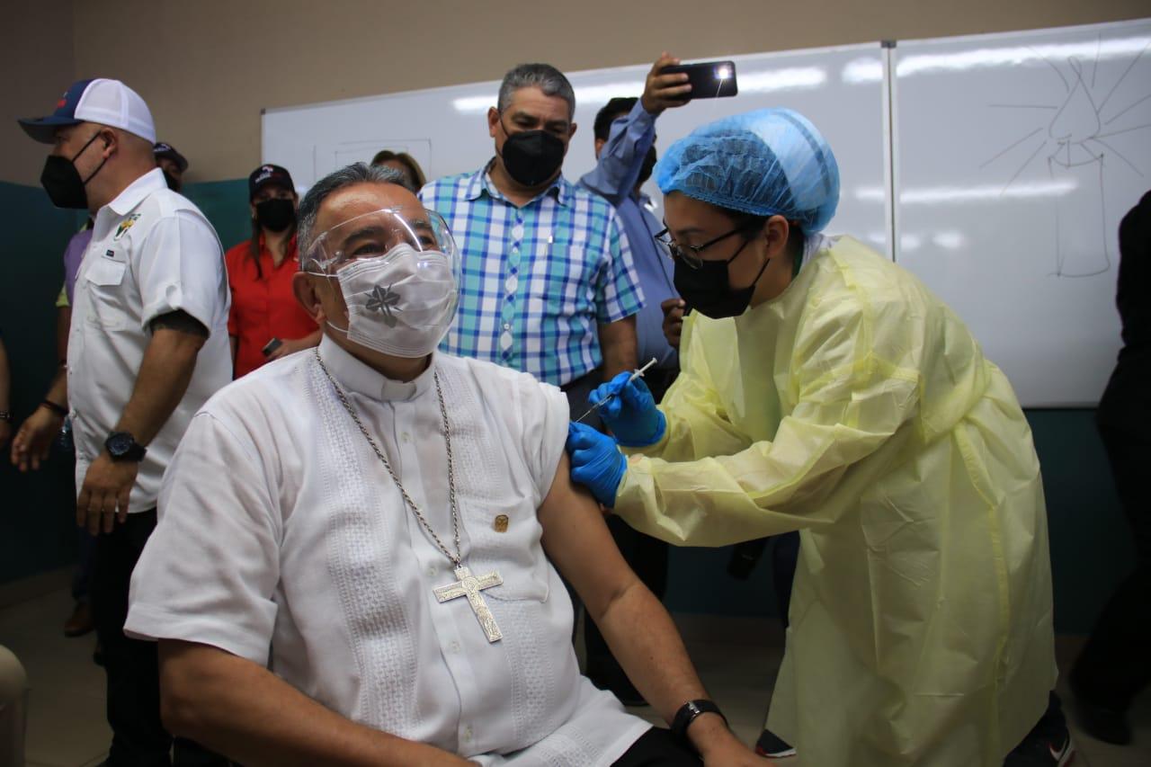 El Arzobispo de Panamá recibe la vacuna contra el Covid-19