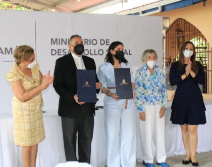 """Iglesia Católica y MIDES firman convenio para la puesta en marcha de la """"Casa de Día del Adulto Mayor"""""""
