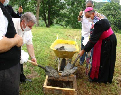 Arzobispo coloca primera piedra para la construcción de la réplica de la Capelinha de la Virgen de Fátima
